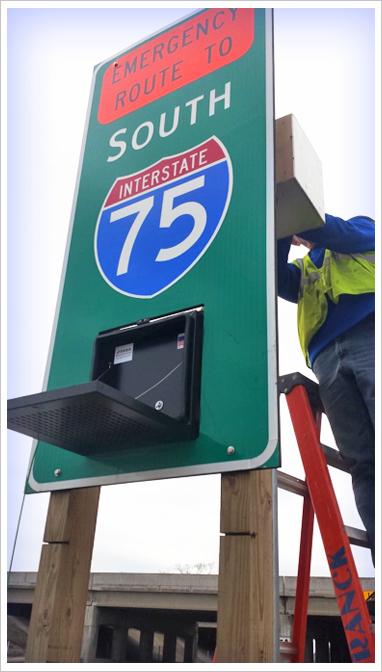 trailblazer-signs-michigan-dot.png