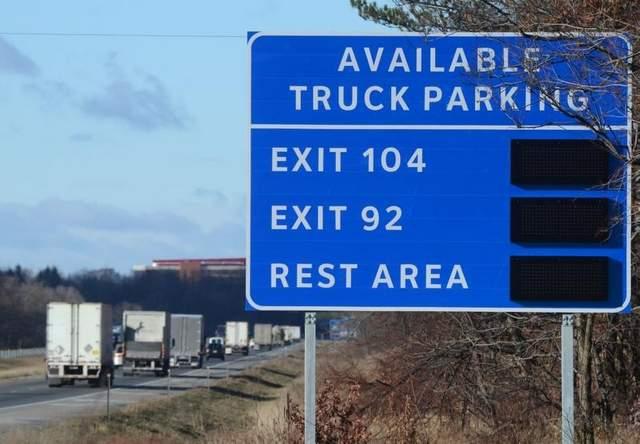 Truck-Parking-Sign.jpg